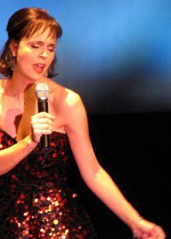Cynthia Dale Sings